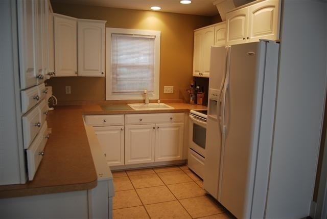 Kitchen - 122B Laurel St