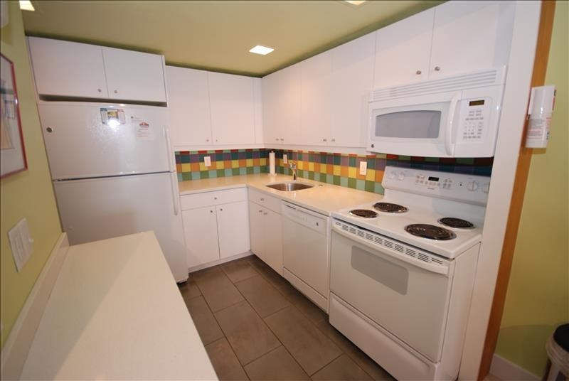 Kitchen - 2 Virginia Ave #222