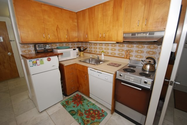 Kitchen - 2 Virginia Ave #221