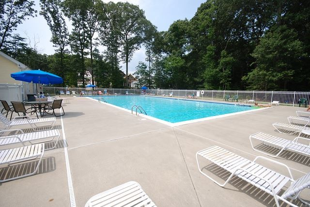 Community Swimming Pool - 37522 Worcester Dr