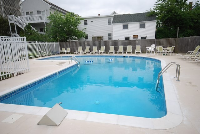 Edgewater House Community Pool - 2 Virginia Ave #525