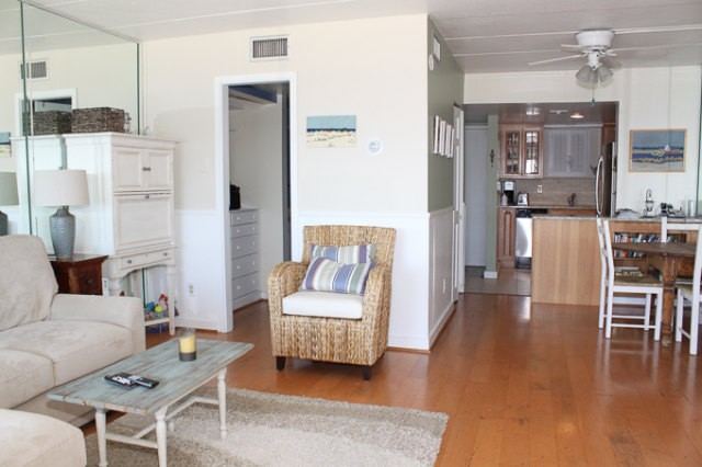 Living/Dining - 307 S. Boardwalk